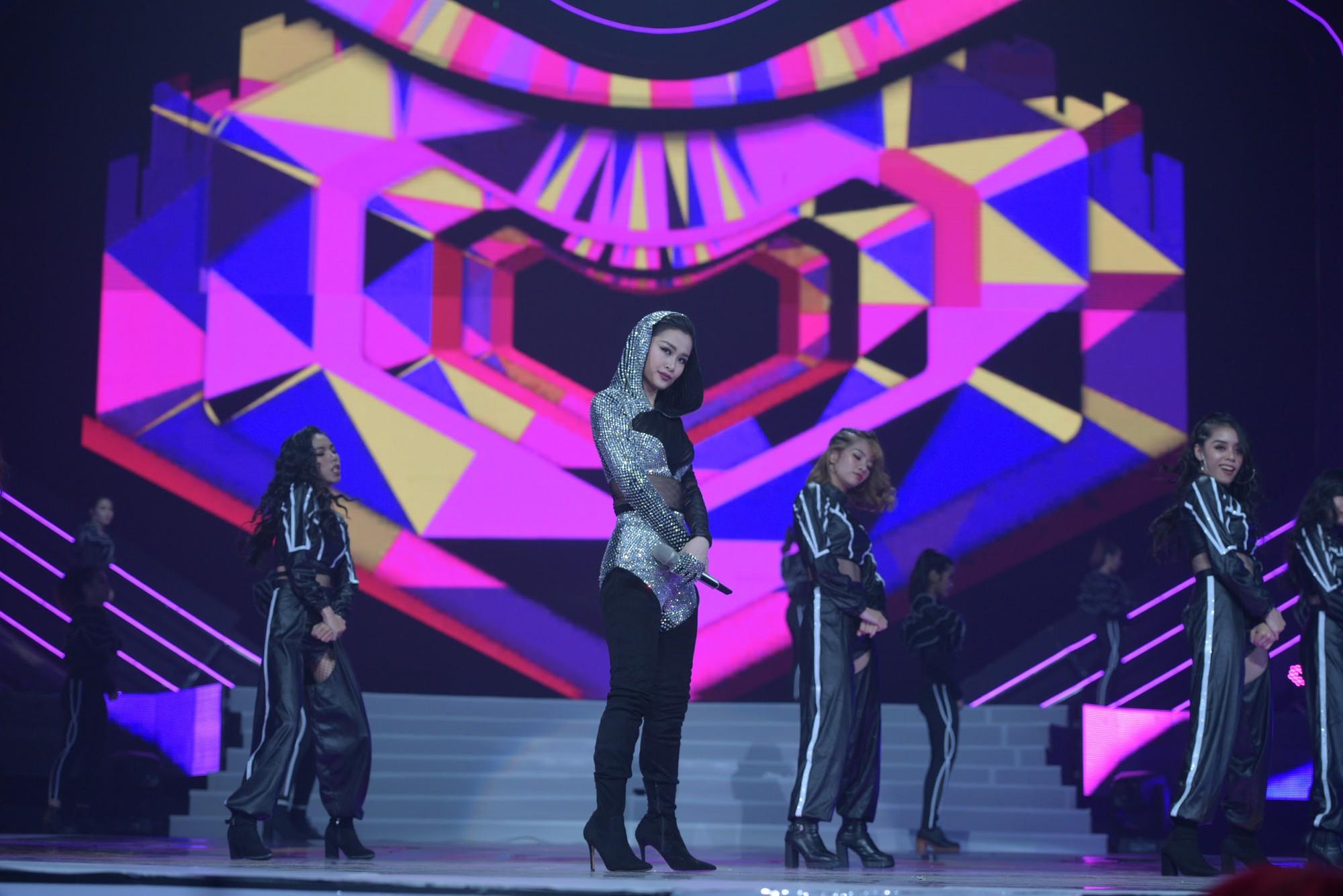 """Dua Lipa """"cân"""" cả đêm nhạc tại Indonesia, nhưng Đông Nhi ngầu chẳng kém khi hát tiếng Anh cực """"nuột"""" - Ảnh 6."""