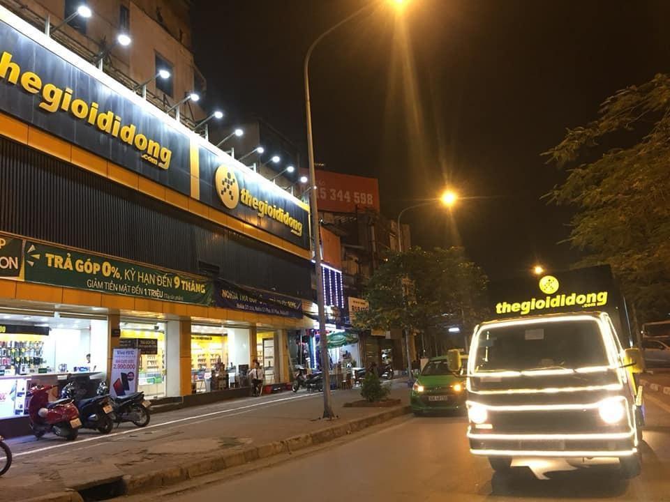 Thế Giới Di Động độ xe, chở Galaxy S10/S10+ diễu phố khắp Sài Gòn, Hà Nội - Ảnh 4.