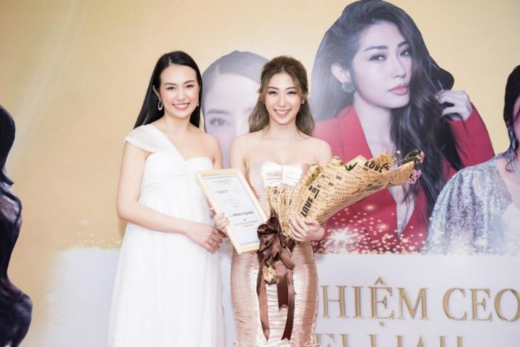 Khổng Tú Quỳnh diện váy bó sát, đẹp rạng rỡ trong ngày lên chức CEO - Ảnh 1.
