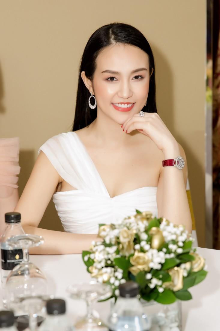 Khổng Tú Quỳnh diện váy bó sát, đẹp rạng rỡ trong ngày lên chức CEO - Ảnh 5.