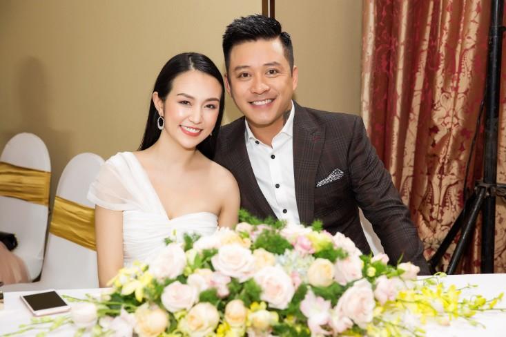 Khổng Tú Quỳnh diện váy bó sát, đẹp rạng rỡ trong ngày lên chức CEO - Ảnh 7.