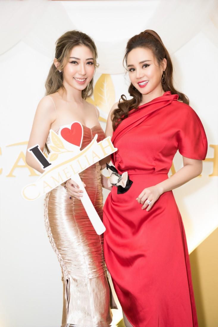 Khổng Tú Quỳnh diện váy bó sát, đẹp rạng rỡ trong ngày lên chức CEO - Ảnh 9.
