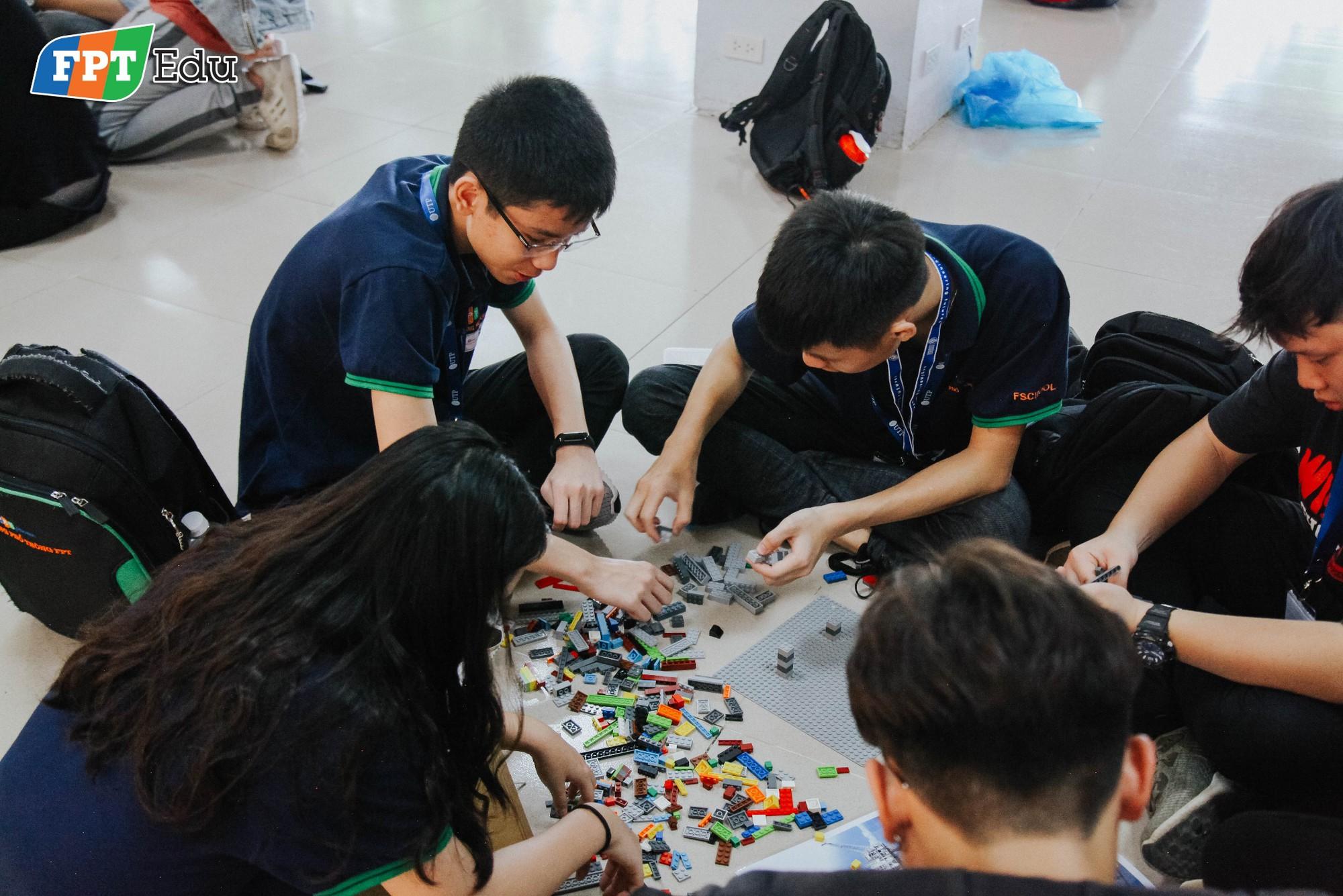 Học sinh FPT tự tay làm thí nghiệm khoa học với trường dạy dầu khí hàng đầu Malaysia - Ảnh 2.