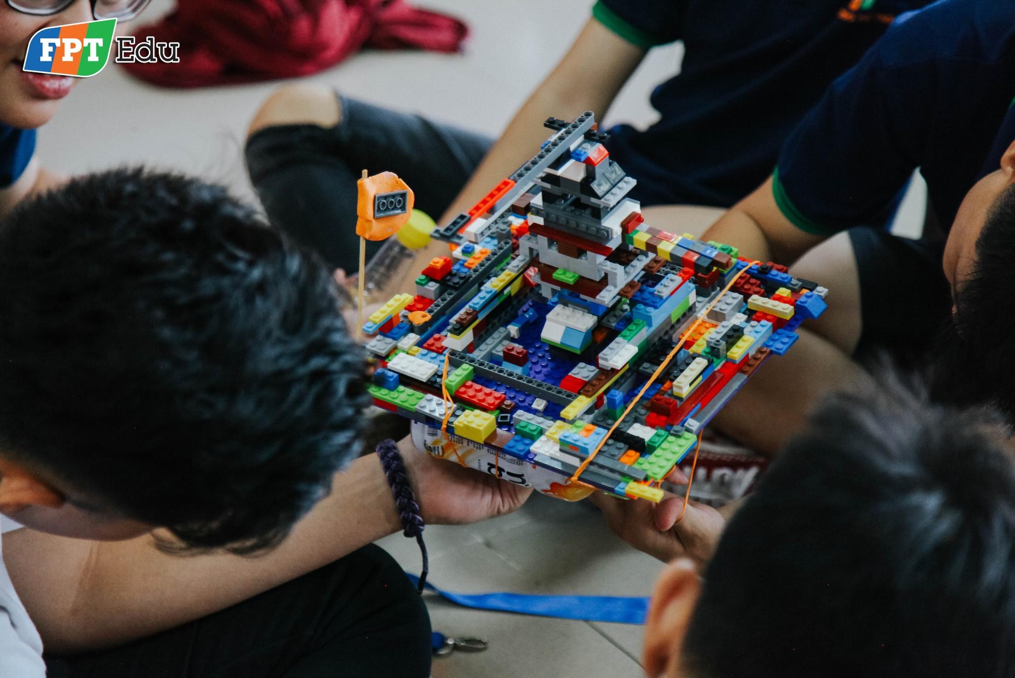 Học sinh FPT tự tay làm thí nghiệm khoa học với trường dạy dầu khí hàng đầu Malaysia - Ảnh 6.