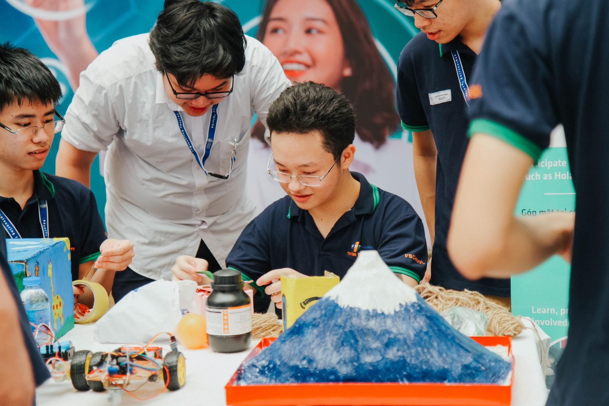 Học sinh FPT tự tay làm thí nghiệm khoa học với trường dạy dầu khí hàng đầu Malaysia - Ảnh 10.