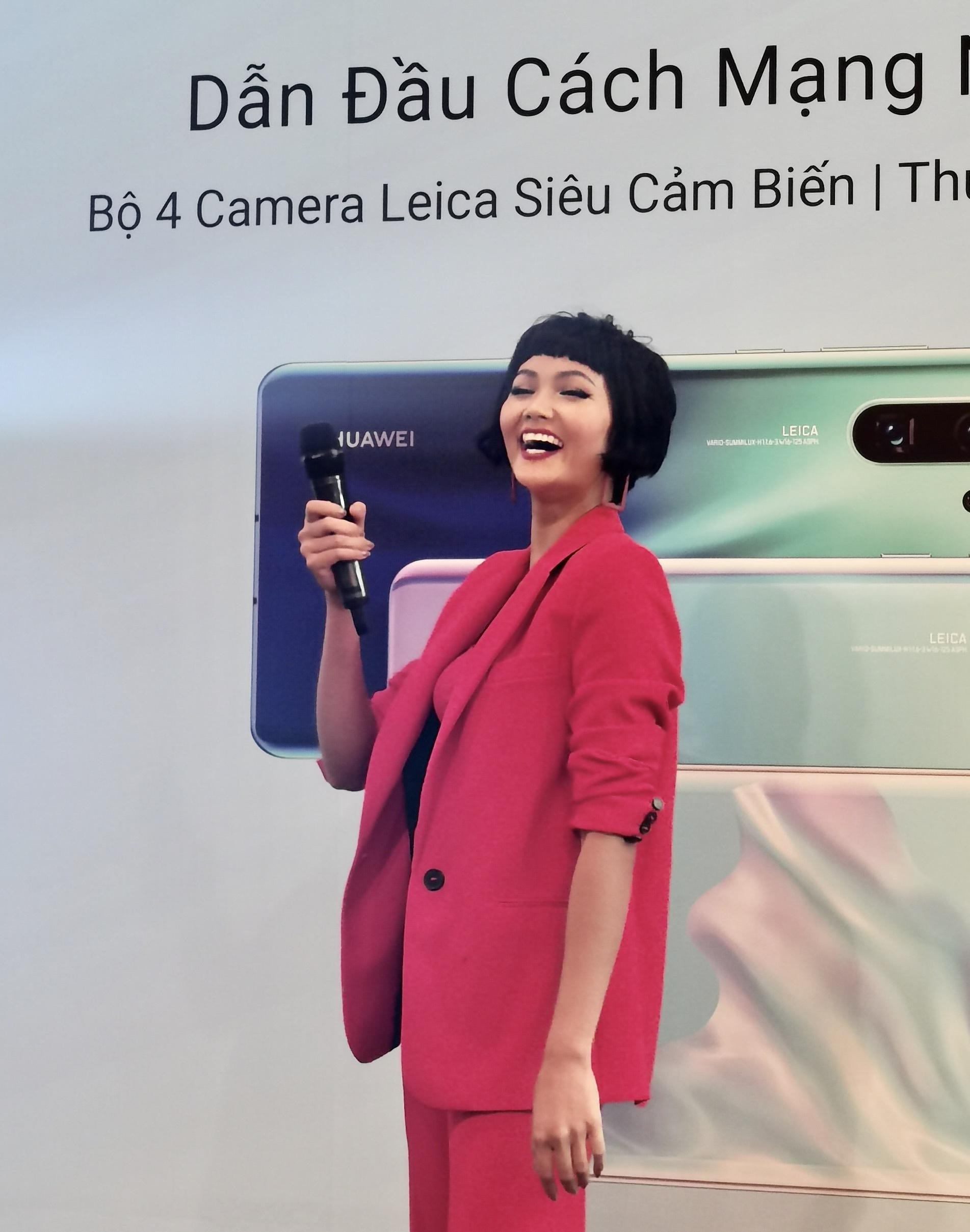 """Cùng """"Zoom 50x"""" Hoa hậu HHen Niê tại lễ mở bán P30 Series - Ảnh 3."""