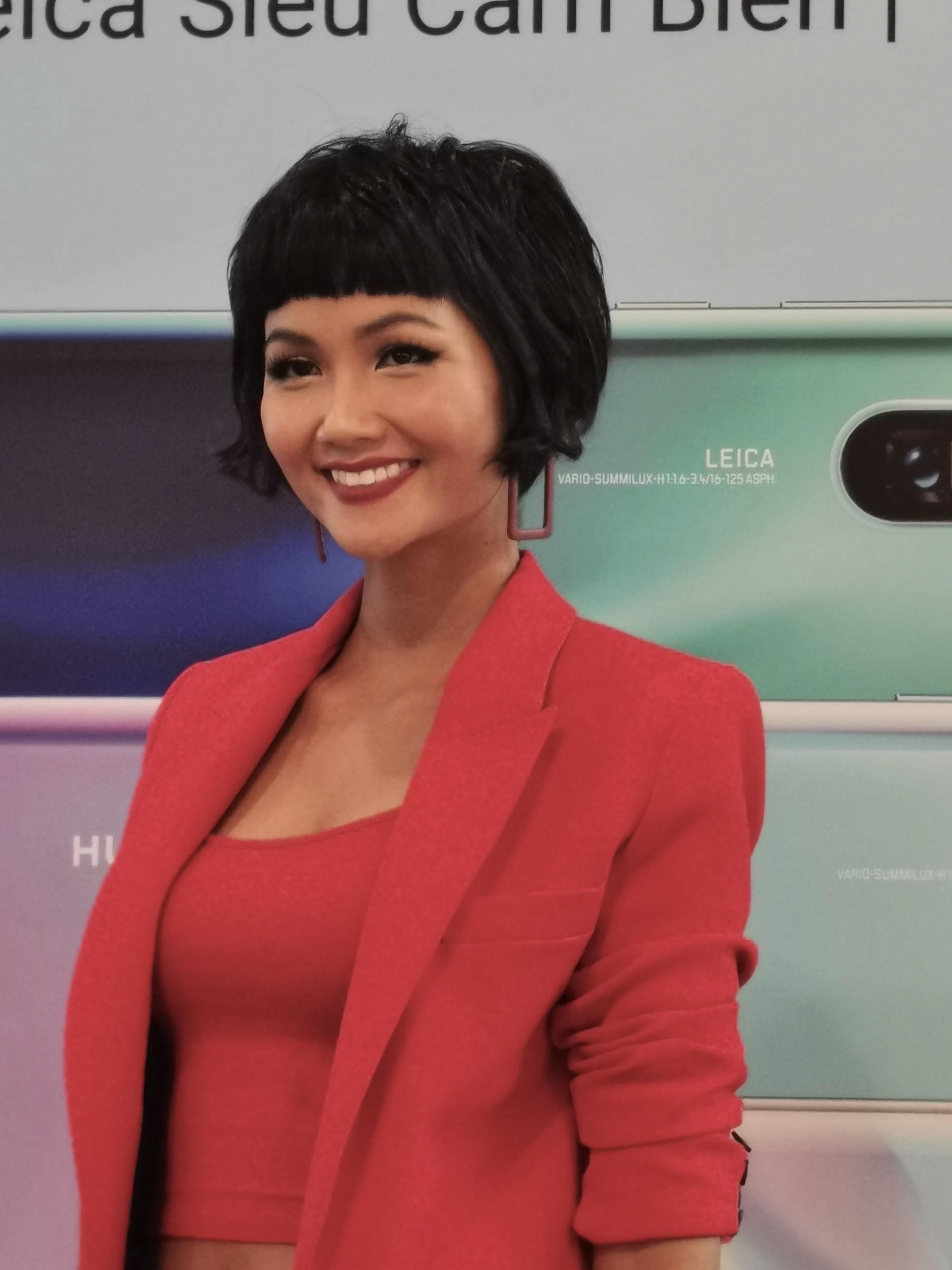 """Cùng """"Zoom 50x"""" Hoa hậu HHen Niê tại lễ mở bán P30 Series - Ảnh 2."""