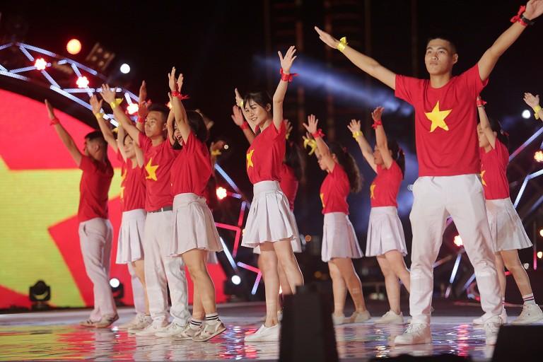 Giới trẻ hào hứng với cuộc thi Flashmob 2019 - Sóng tuổi trẻ toàn quốc - Ảnh 1.