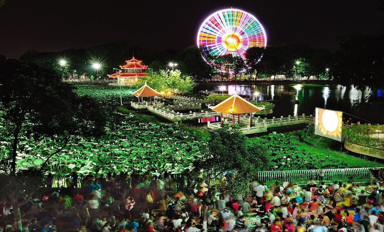 """Tưng bừng mùa lễ hội 30/4: """"Quẩy xuyên màn đêm với Đầm Sen by Night - Ảnh 7."""