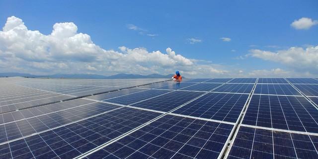 Vốn tư nhân đổ vào năng lượng tái tạo, không lo thiếu điện - Ảnh 1.