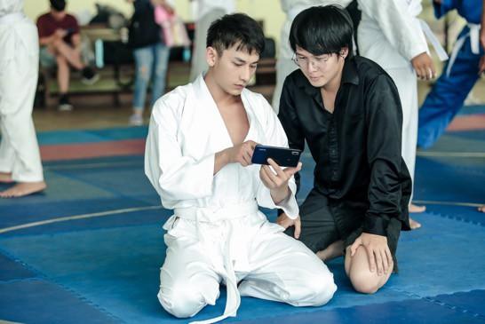 """Isaac cật lực tập võ Judo cho vai diễn mới bên cạnh """"người bạn"""" Realme 3 - Ảnh 3."""