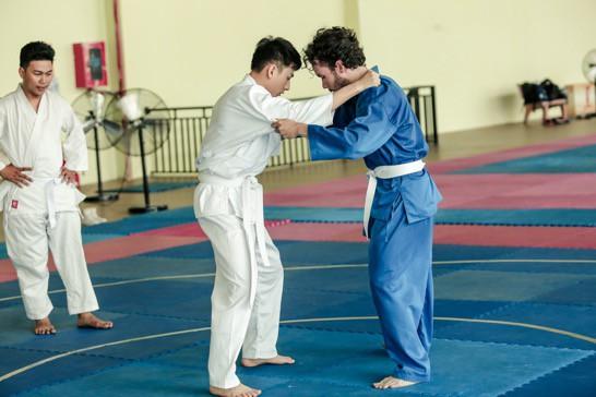 """Isaac cật lực tập võ Judo cho vai diễn mới bên cạnh """"người bạn"""" Realme 3 - Ảnh 4."""