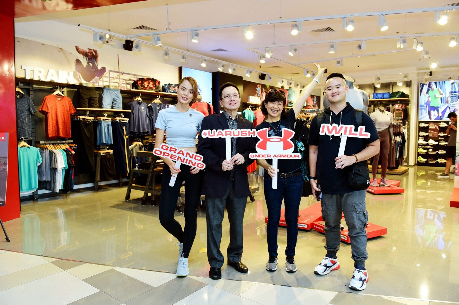 Khai trương cửa hàng thời trang thể thao Under Armour tại SC VivoCity - Ảnh 4.