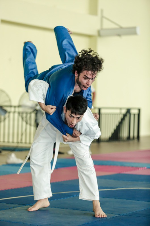 """Isaac cật lực tập võ Judo cho vai diễn mới bên cạnh """"người bạn"""" Realme 3 - Ảnh 5."""