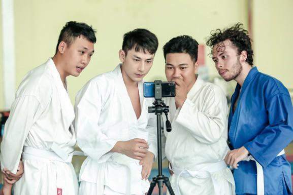 """Isaac cật lực tập võ Judo cho vai diễn mới bên cạnh """"người bạn"""" Realme 3 - Ảnh 7."""