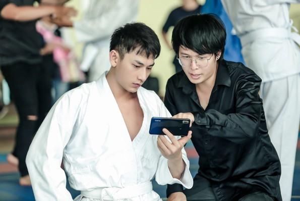 """Isaac cật lực tập võ Judo cho vai diễn mới bên cạnh """"người bạn"""" Realme 3 - Ảnh 9."""
