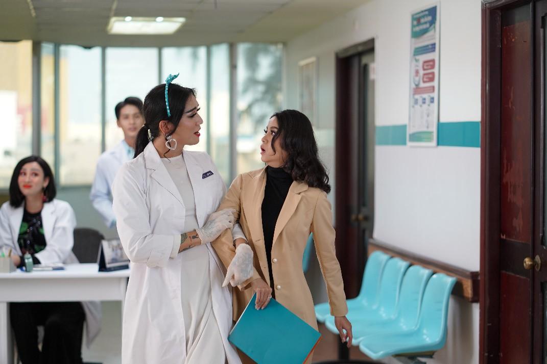 BB Trần - Hải Triều hoá thân y tá, đanh đá tới mức này là có lý do! - Ảnh 4.