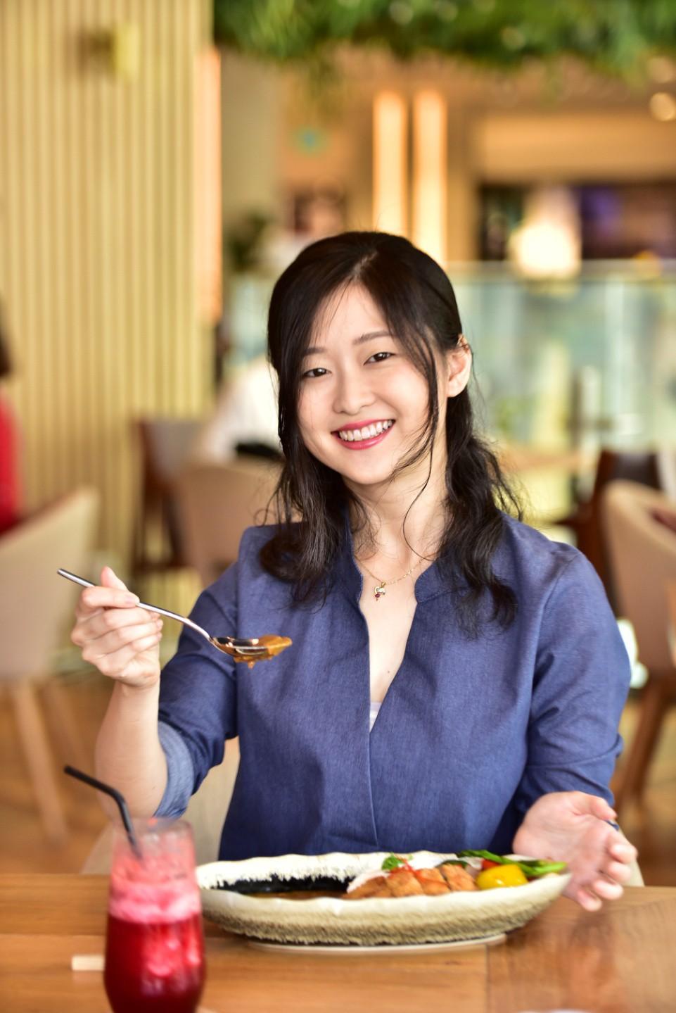 """3 điều khiến vlogger người Nhật """"phải lòng"""" món cơm cà ri sang chảnh tại Sài Gòn - Ảnh 3."""