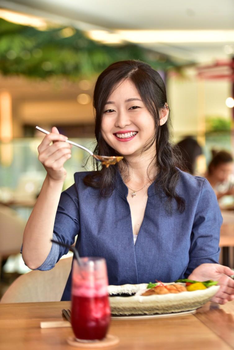 """3 điều khiến vlogger người Nhật """"phải lòng"""" món cơm cà ri sang chảnh tại Sài Gòn - Ảnh 10."""