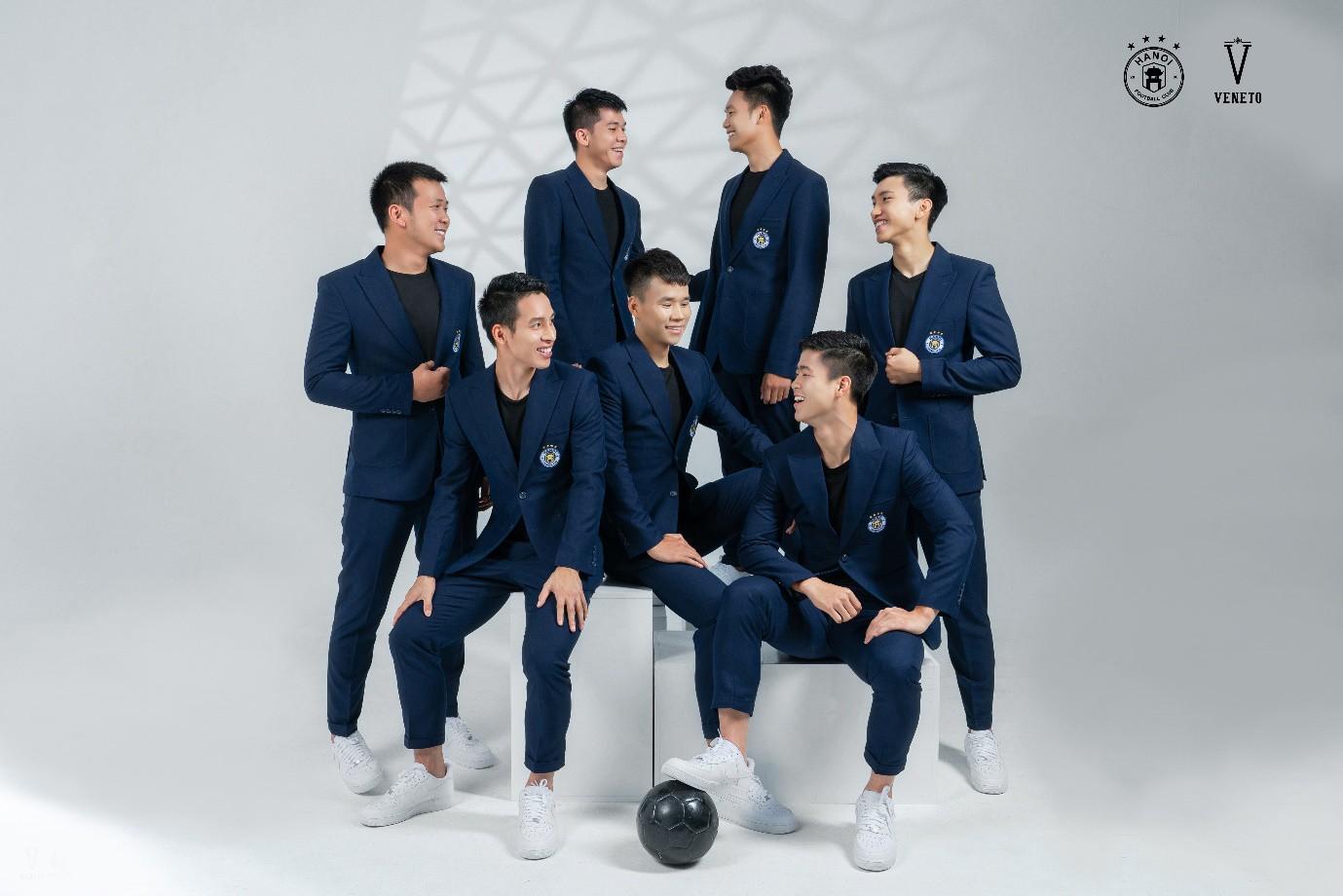 """Đâu chỉ tài năng trên sân cỏ, Quang Hải và đồng đội còn bảnh như """"nam thần"""" trong bộ veston Veneto lịch lãm - Ảnh 4."""
