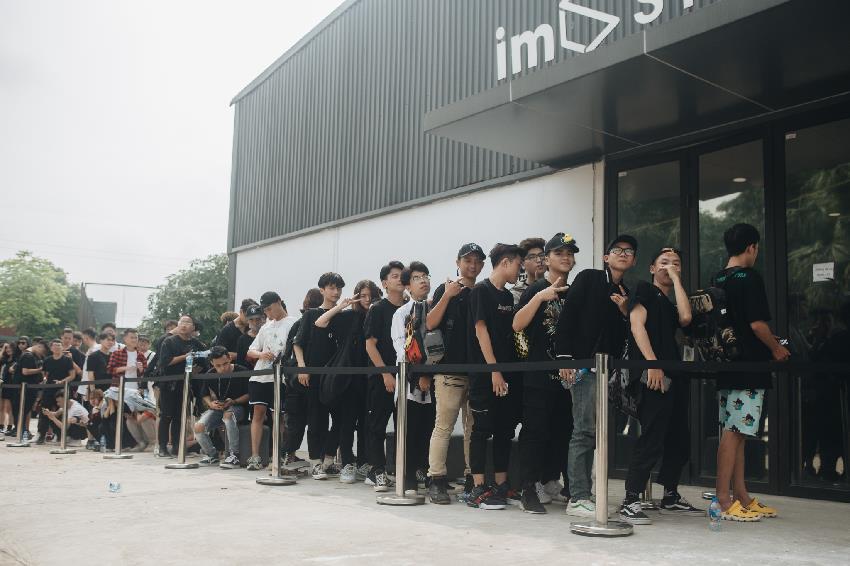 Nóng hơn thời tiết mùa hè, sự kiện ra mắt BST Raider từ Hanoi Riot gây tiếng vang trong giới local brand Việt Nam - Ảnh 1.