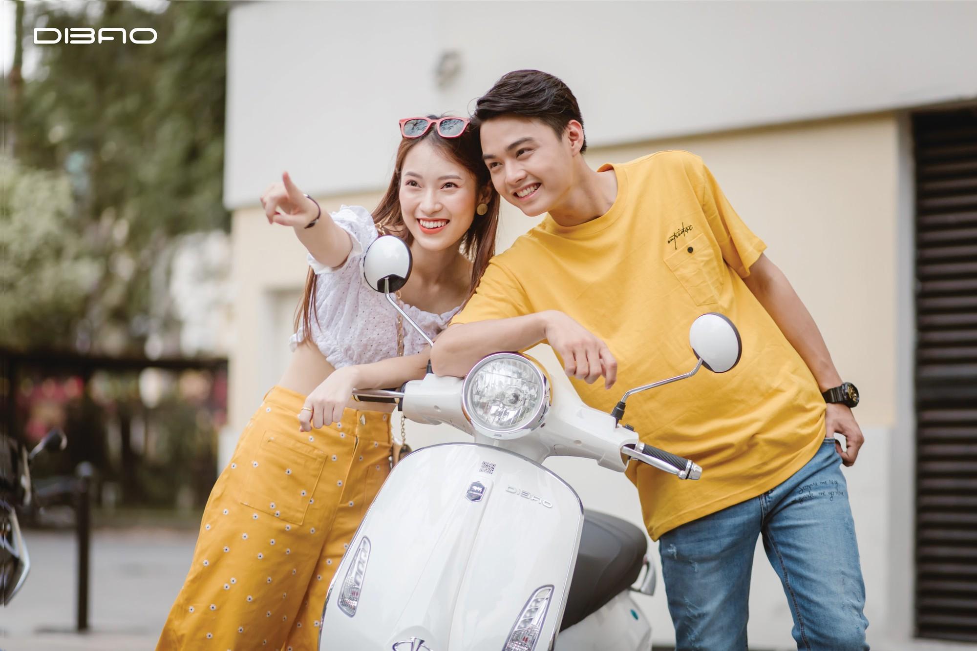 Bắt gặp hotgirl 7 thứ tiếng Khánh Vy sánh đôi cùng trai lạ trên xe điện Dibao - Ảnh 1.