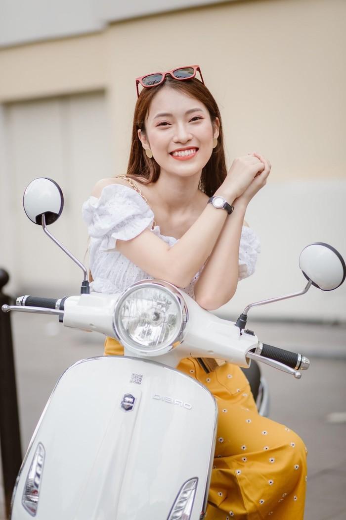 Bắt gặp hotgirl 7 thứ tiếng Khánh Vy sánh đôi cùng trai lạ trên xe điện Dibao - Ảnh 2.