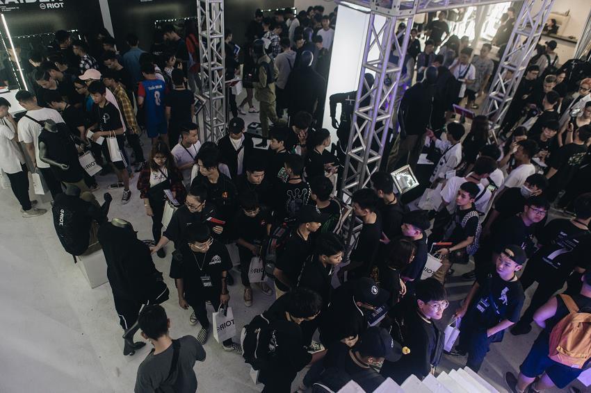 Nóng hơn thời tiết mùa hè, sự kiện ra mắt BST Raider từ Hanoi Riot gây tiếng vang trong giới local brand Việt Nam - Ảnh 3.