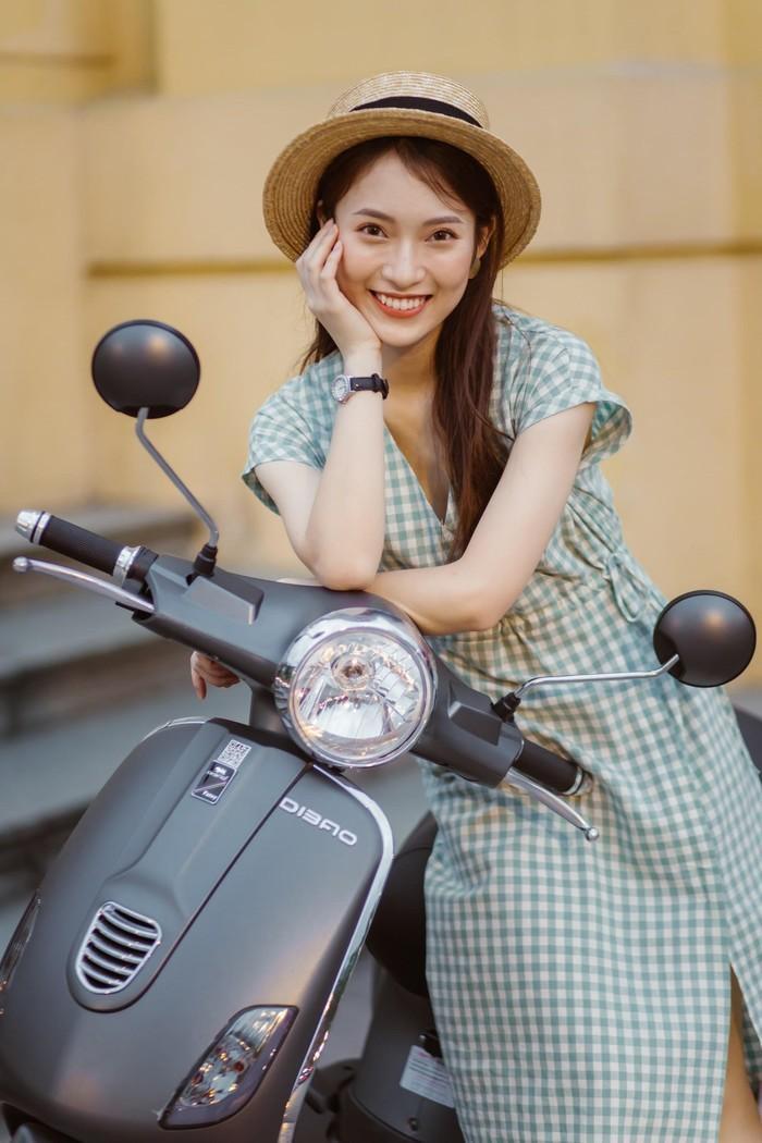 Bắt gặp hotgirl 7 thứ tiếng Khánh Vy sánh đôi cùng trai lạ trên xe điện Dibao - Ảnh 5.