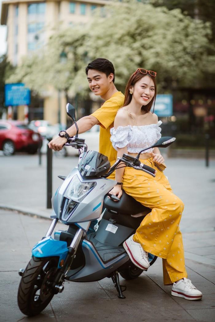 Bắt gặp hotgirl 7 thứ tiếng Khánh Vy sánh đôi cùng trai lạ trên xe điện Dibao - Ảnh 7.