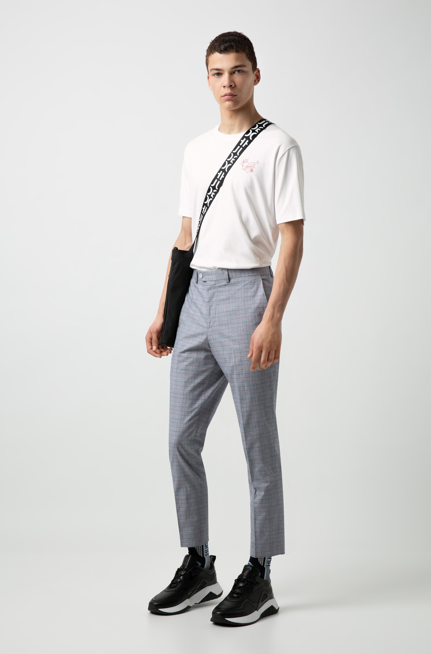 """HUGO hè 2019: mặc họa tiết như một """"raver"""" - Ảnh 3."""