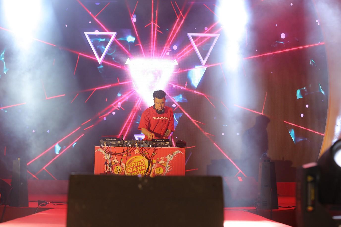 Phương Ly - JustaTee mặc đồ đôi song ca, AMEE đem hit mới lên sân khấu - Ảnh 3.