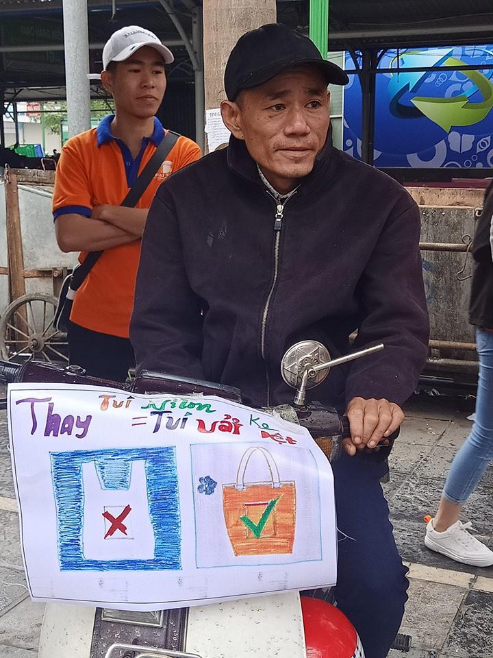 """Hà Nội: Hàng trăm sinh viên truyền thông điệp """"nói không"""" với túi nilon - Ảnh 6."""