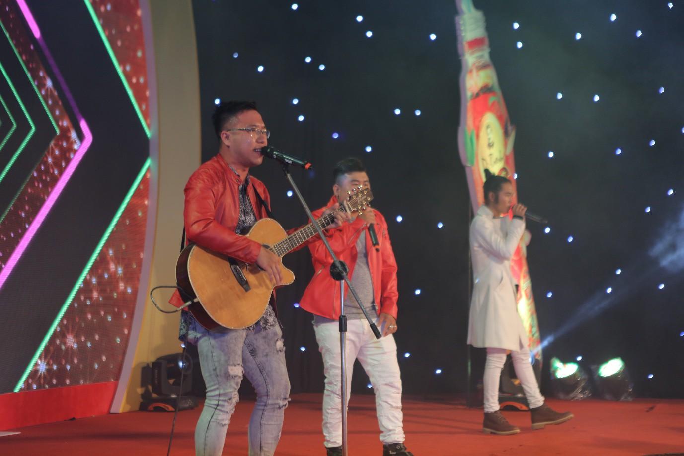 Phương Ly - JustaTee mặc đồ đôi song ca, AMEE đem hit mới lên sân khấu - Ảnh 7.