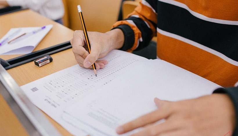 """""""Học để lấy điểm cao"""" hay """"học để dùng trong cuộc sống"""" – câu hỏi không dễ trả lời từ đề thi lạ của ĐH FPT - Ảnh 2."""