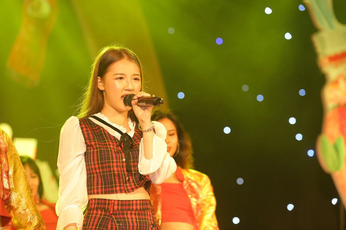 Giới trẻ Hà Nội mãn nhãn với đêm đại nhạc hội khai màn Phố Hàng Nóng - Ảnh 3.