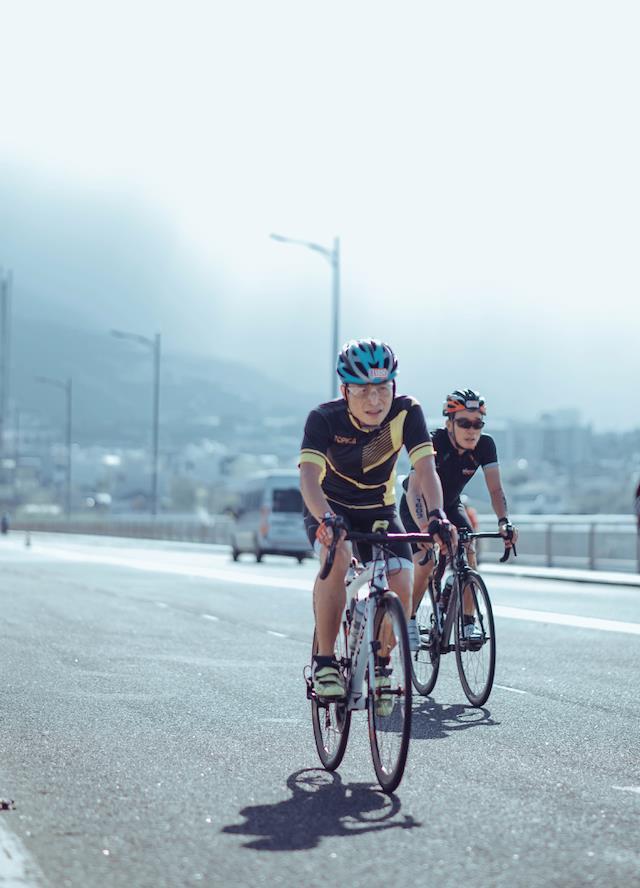 Một công ty công nghệ có ban giám đốc và hơn 40 nhân viên tham gia đường đua khắc nghiệt Ironman, và đây là lý do - Ảnh 2.