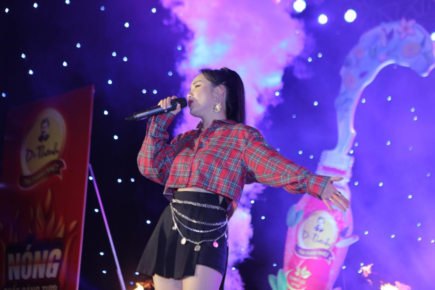 Giới trẻ Hà Nội mãn nhãn với đêm đại nhạc hội khai màn Phố Hàng Nóng - Ảnh 4.