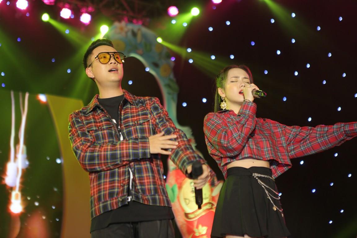 Giới trẻ Hà Nội mãn nhãn với đêm đại nhạc hội khai màn Phố Hàng Nóng - Ảnh 5.