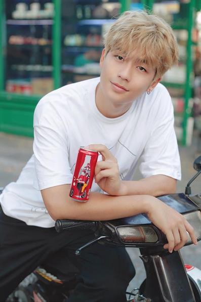 """Chỉ với 6 chiếc lon đặc biệt này, Coca-Cola đã khiến cộng đồng mạng """"dậy sóng"""" - Ảnh 2."""