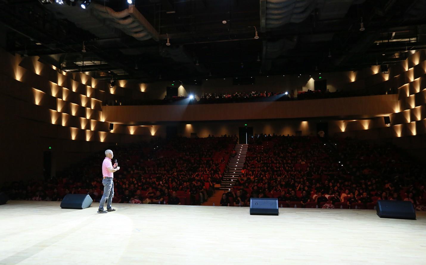 Diễn đàn VanLang Presidential Forum 2019: Giáo sư Trương Nguyện Thành truyền cảm hứng cho sinh viên - Ảnh 1.
