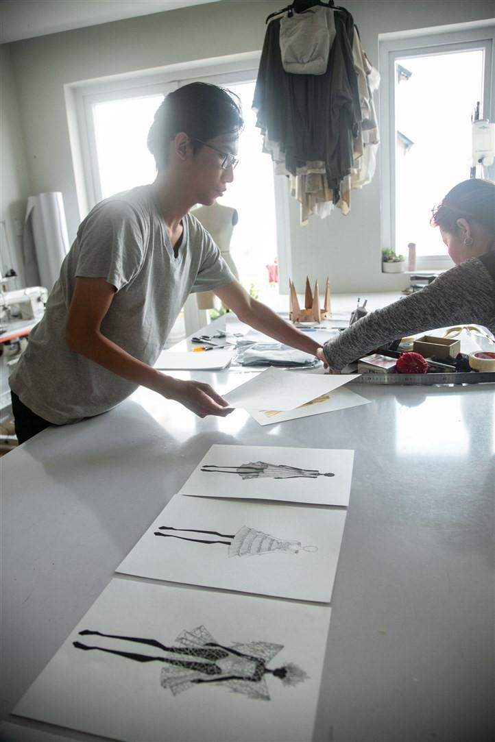 Vũ Hội Ánh Dương và sự cầu kỳ từ phục trang cho các nghệ sỹ - Ảnh 2.