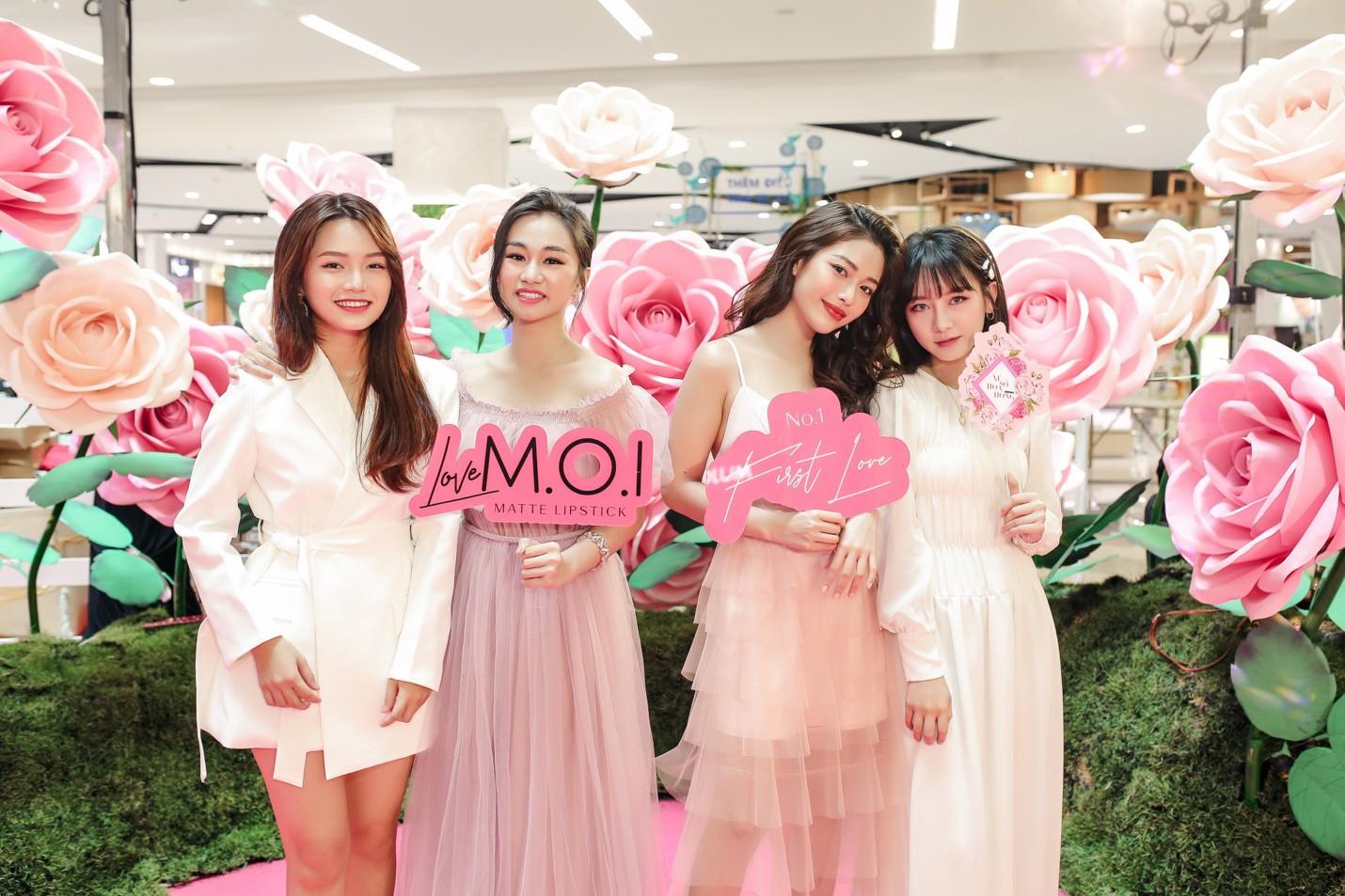 Địa điểm mới với sắc hồng toàn tập của M.O.I làm các quý cô yêu màu hường mê mẩn - Ảnh 1.