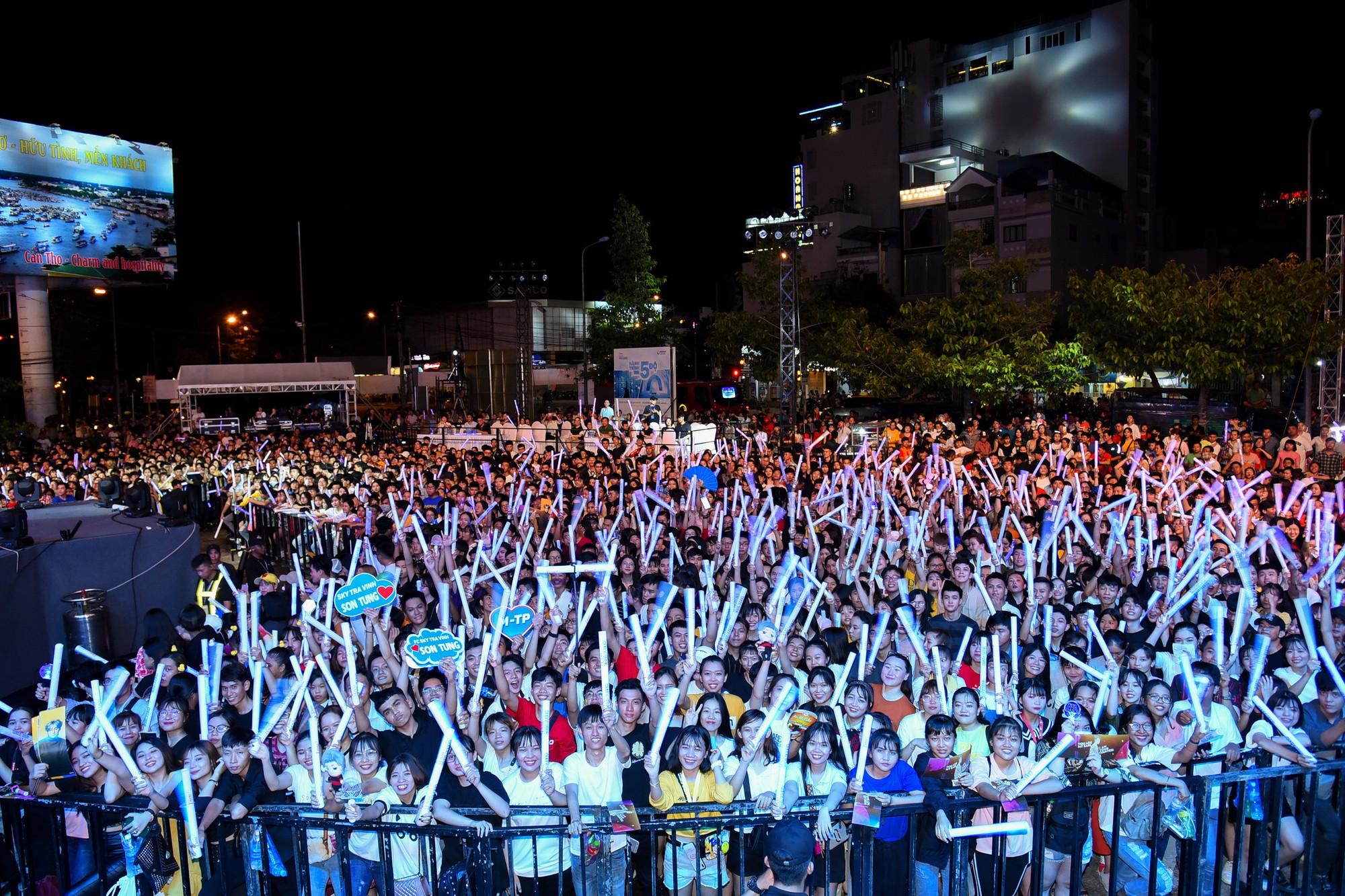 Sơn Tùng M-TP và dàn sao đình đám khuấy động Đại nhạc hội tại Cần Thơ - Ảnh 8.