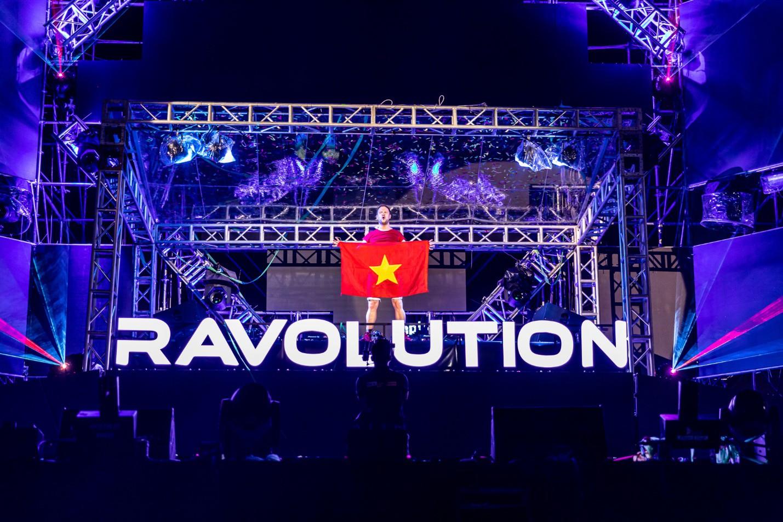 """DJ Minh Trí, Huy DX cùng 4 phù thủy EDM hàng đầu thế giới """"quẩy tung"""" đại hội âm nhạc tại Sài Gòn - Ảnh 3."""