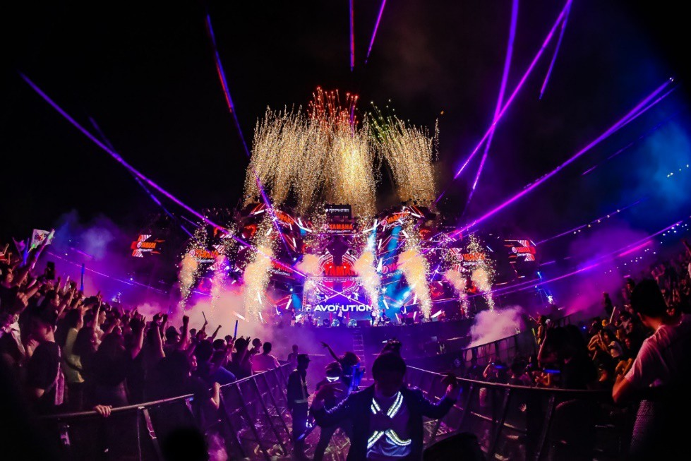 """DJ Minh Trí, Huy DX cùng 4 phù thủy EDM hàng đầu thế giới """"quẩy tung"""" đại hội âm nhạc tại Sài Gòn - Ảnh 1."""
