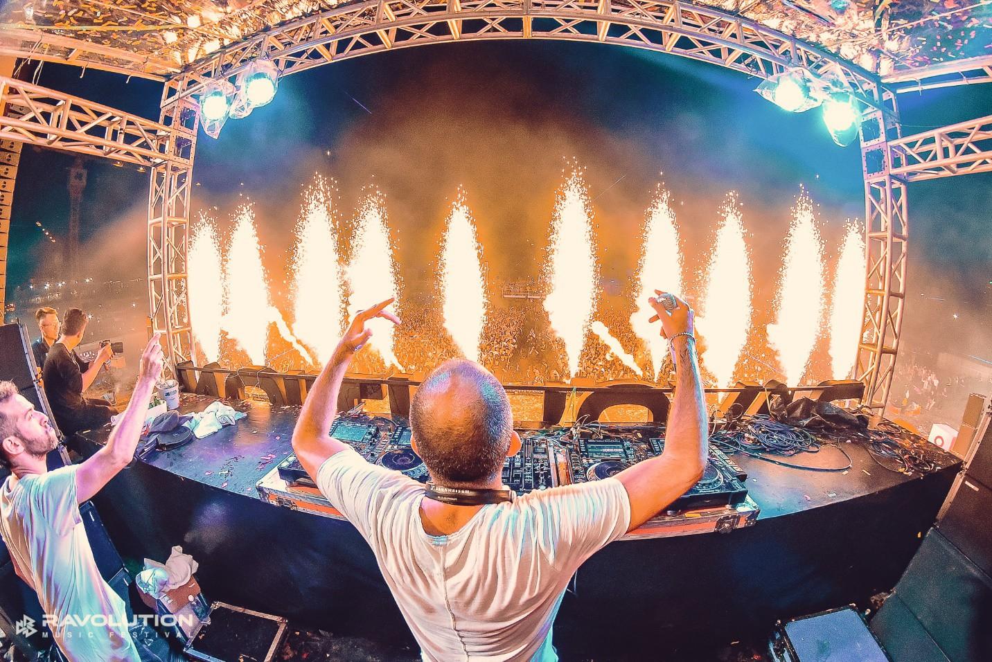 """DJ Minh Trí, Huy DX cùng 4 phù thủy EDM hàng đầu thế giới """"quẩy tung"""" đại hội âm nhạc tại Sài Gòn - Ảnh 5."""