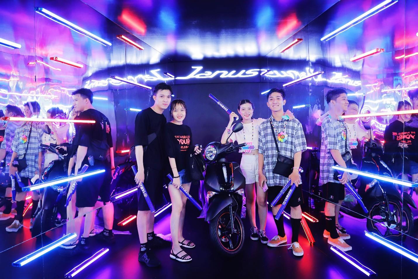 """DJ Minh Trí, Huy DX cùng 4 phù thủy EDM hàng đầu thế giới """"quẩy tung"""" đại hội âm nhạc tại Sài Gòn - Ảnh 7."""
