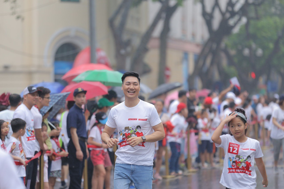 Gia đình diễn viên Mạnh Trường, Hồng Đăng hào hứng tham gia giải chạy Apax Happy Run - Đường chạy hạnh phúc - Ảnh 2.