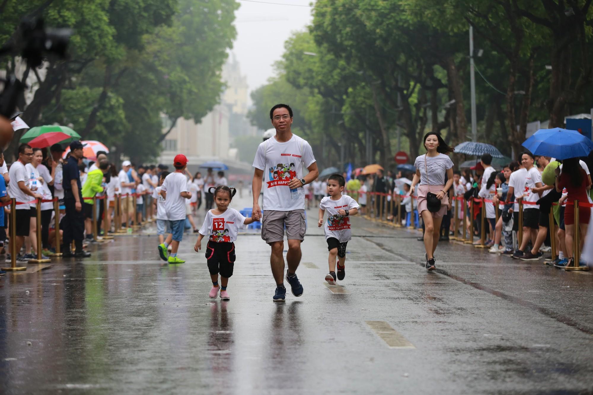 """Bống """"chè bưởi"""" cùng bạn học tổ chức thành công giải chạy marathon, quyên tiền xây trường cho học sinh vùng cao - Ảnh 7."""